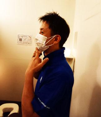 新宿マッサージゆるりでは、コロナウイルス感染予防対策を徹底しています。マスク着用。